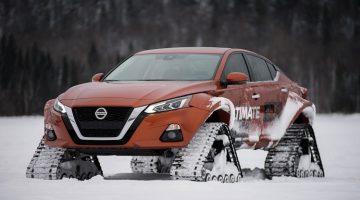 Nissan Altima met Rupsbanden