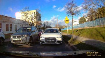Audi-bestuurder doet de 'reverse of shame'