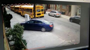 Bestuurder rijdt over stoep langs school