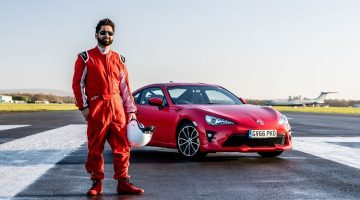 Blinde man in Toyota GT86