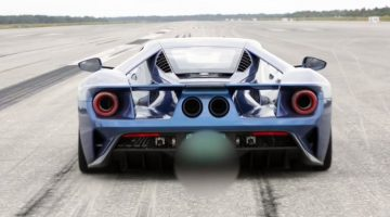 Ford GT blaast op landingsbaan naar 336 kmh