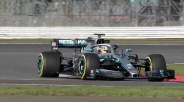 Mercedes-AMG F1 W10 in actie op Silverstone
