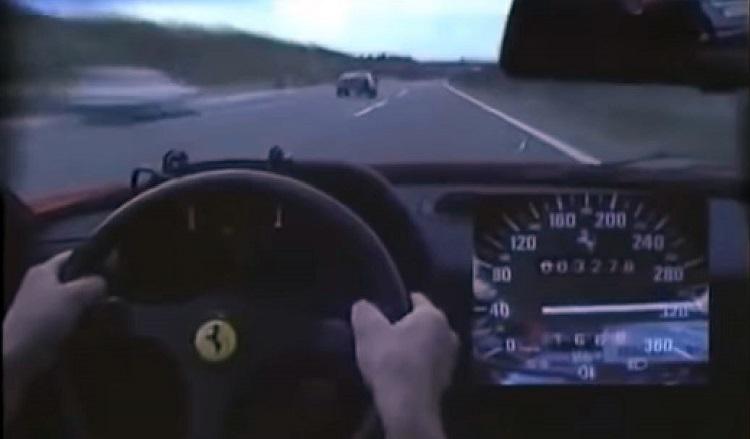 Ferrari F40 naar topsnelheid