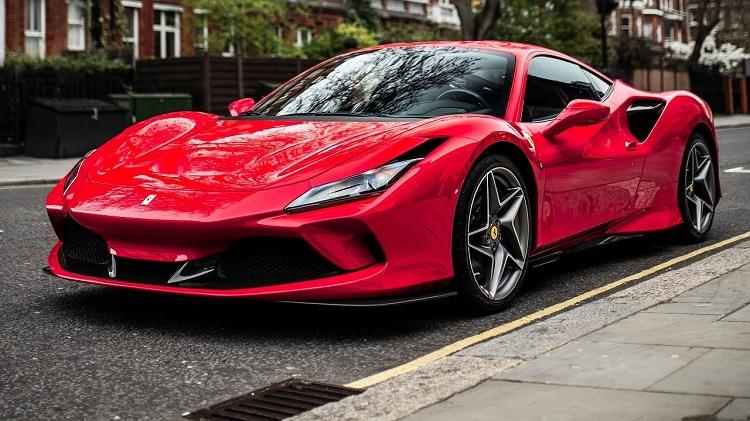 Ferrari F8 Tributo gespot