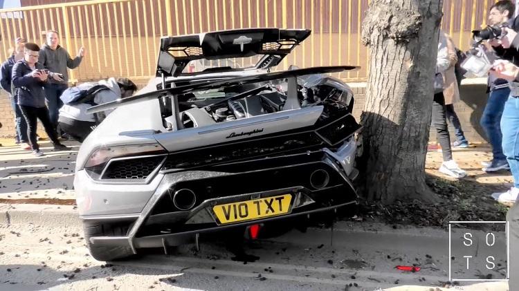 Lamborghini Huracan Performante knalt tegen boom