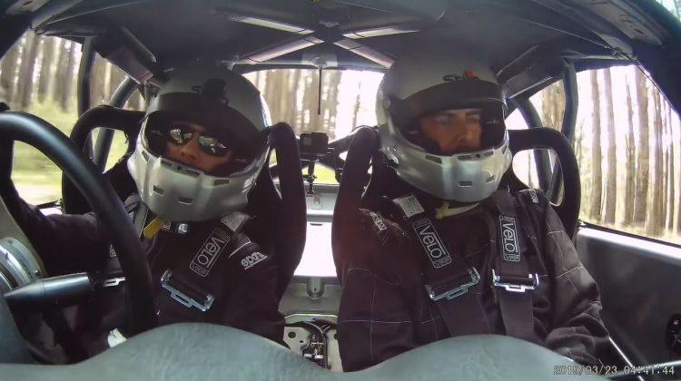 Navigator pusht coureur in Mazda MX-5