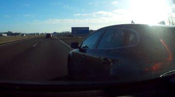 Rechts inhalende Volvo-bestuurder