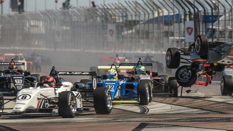 USF2000-coureur begint seizoen met een koprol