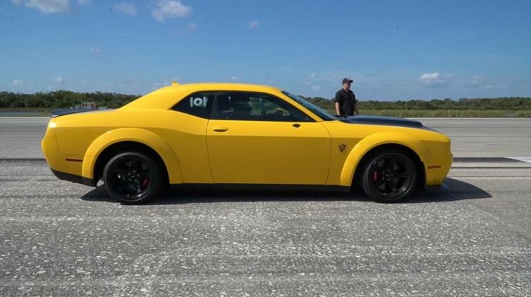 Dodge Demon haalt 340 kmh op lege landingsbaan