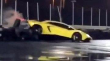 Lamborghini Aventador SV in de bandenstapel