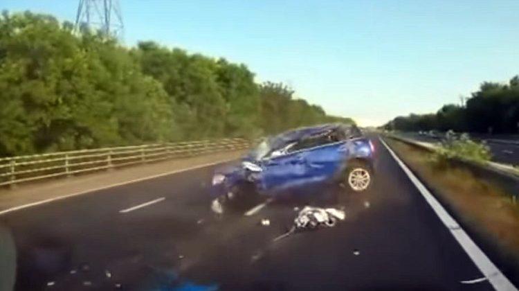 Mini en Ford Mondeo vechten ruzie uit bij 160 kmh