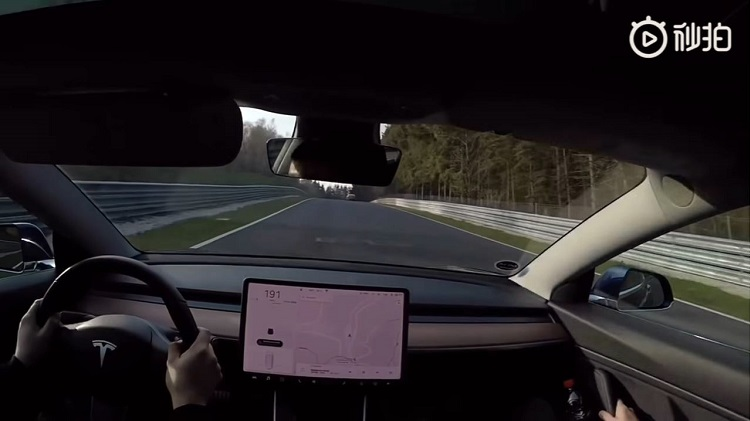 Tesla Model 3 Performance bezoekt de Nordschleife