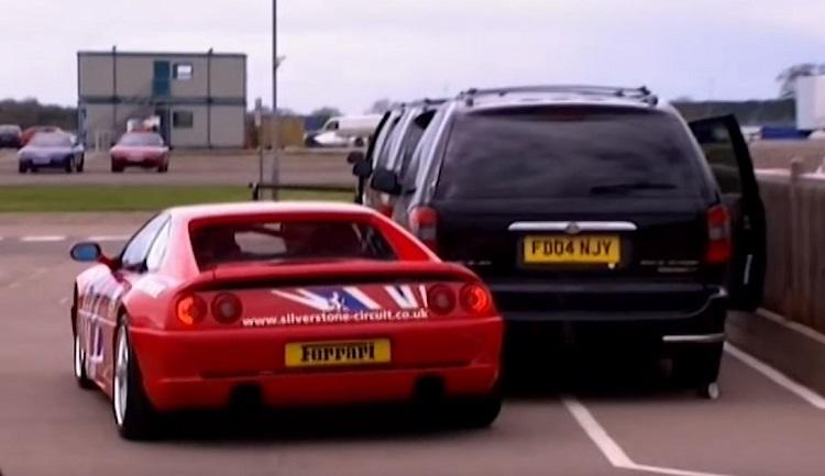 een Ferrari F355 binnen 10 seconden beschadigen