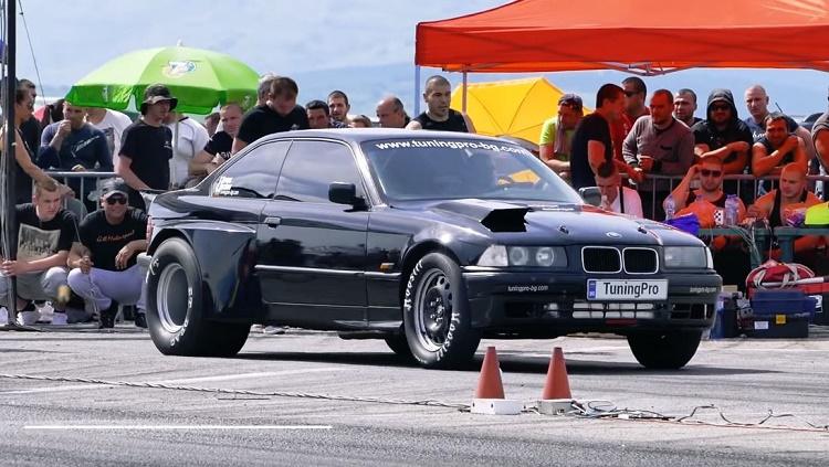BMW E36 Turbo heeft hele dikke sloffen