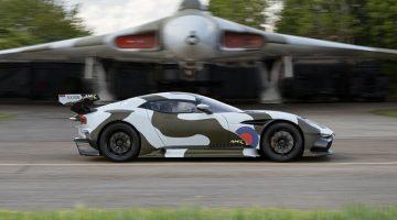 Straatlegale Aston Martin Vulcan doet Gumball 3000