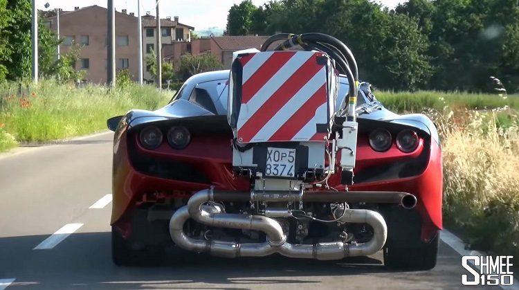 Wat zit er achterop deze Ferrari F8 Tributo.