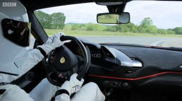 Onboard bij de The Stig in de Ferrari 488 Pista