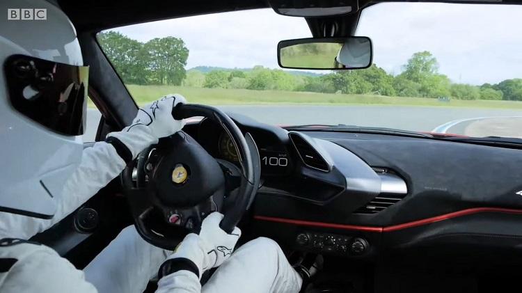 Onboard bij de The Stig in de Ferrari 488 Pista