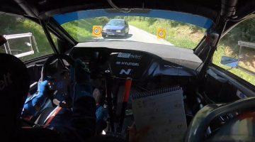 Rallycoureur komt tegenligger tegen tijdens stage