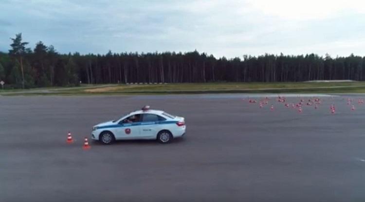Russische Militaire Politie demonstreert 180 graden J-Turn