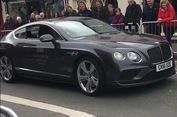 Verkeersregelaars laten Bentley en BMW botsen