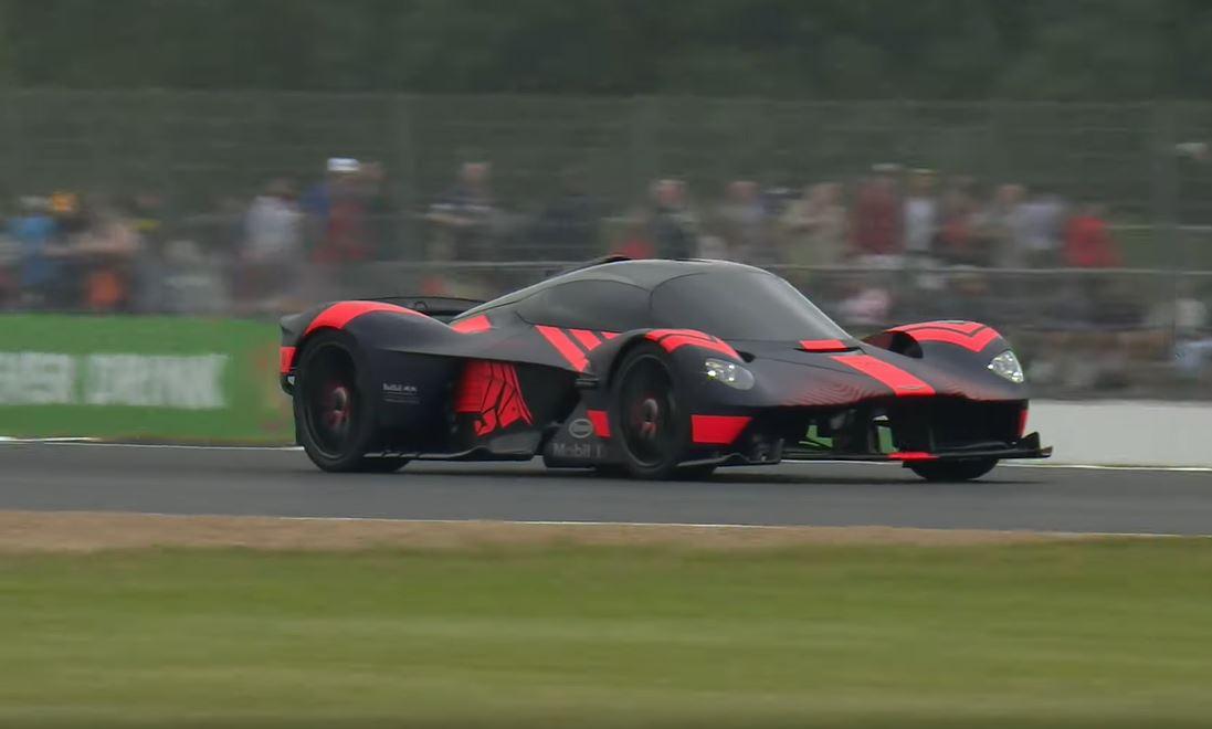 Aston Martin Valkyrie op Silverstone