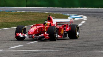 Mick Schumacher in de Ferrari F2004 van zijn pa