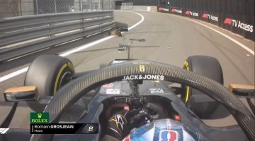 Romain Grosjean spint in de pitsstraat van Silverstone