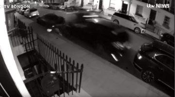Audi-bestuurder ramt geparkeerde exoten