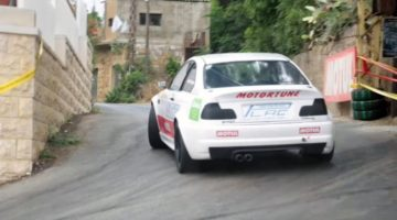BMW 330 Ci vliegt door Libanese stad tijdens Hillclimb