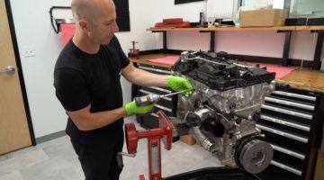 Papadakis Racing haalt Supra B58-motor uit elkaar