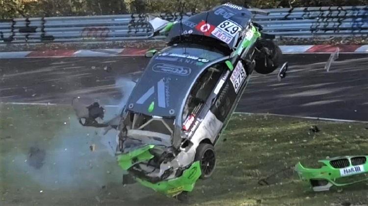 Zware crash BMW M240i tijdens VLN9 Nürburgring