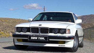 Deze BMW E32 750il V12 heeft een handbak