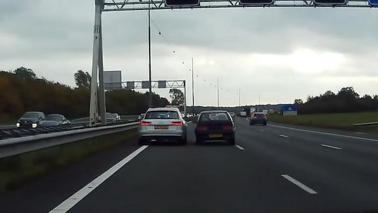 Suzuki-bestuurder neemt wraak op bumperklevende Audi