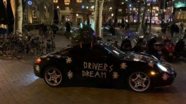 Kerstboom op Porsche Cayman S