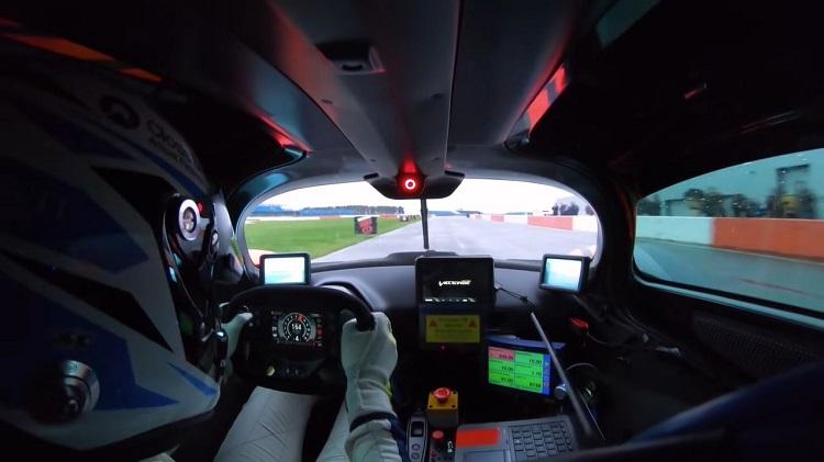 Onboard bij de 1.160 pk Aston Martin Valkyrie