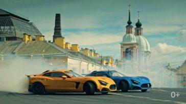 Russen driften Flanker F's door St. Petersburg