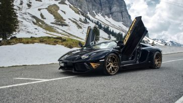 Aventador-Roadster-in-de-Alpen