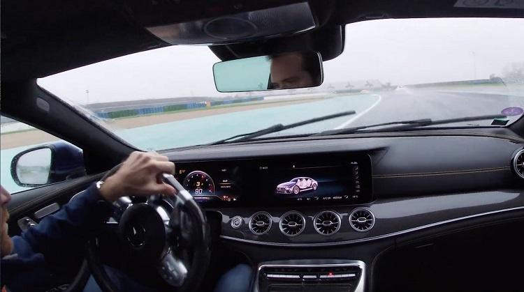 Mercedes-AMG-GT-63-S-4-Door-gaat-dwars-in-de-regen