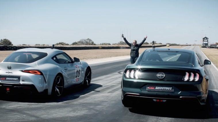 Toyota GR Supra en Ford Mustang Bullitt dragrace