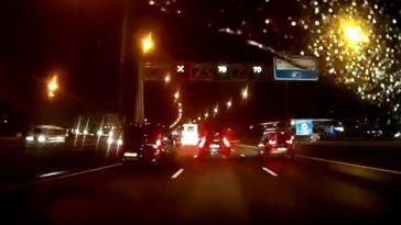 Inhalen voor een wegafzetting op de A10 Amsterdam