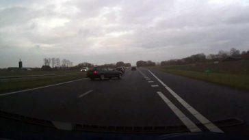 BMW in de sloot bij A31 Dronrijp