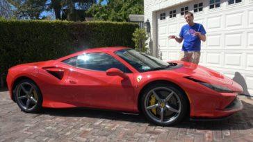 Doug DeMuro neemt een Ferrari F8 Tributo onder de loep