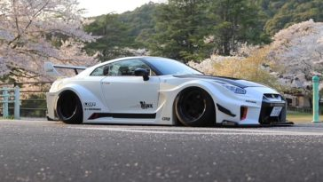 Liberty Walk Silhouette Works Nissan 35GT-RR