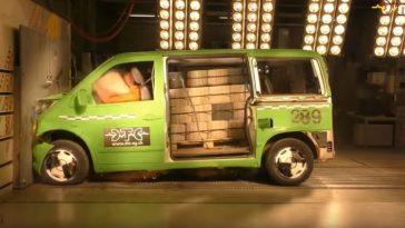 Mercedes Vito crashtest met 770 kg aan sintelblokken