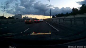 Russen racen met BMW M3 & M5 door avondspits