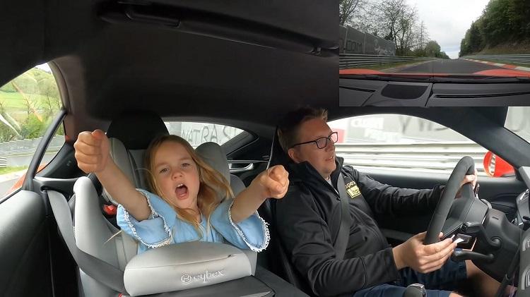 4-Jarig meisje heeft al 250 rondjes Nordschleife gedaan