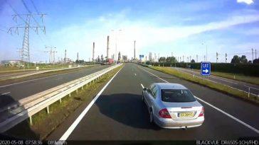 Mercedes-bestuurder pest vrachtwagen op A15 bij Oostvoorne