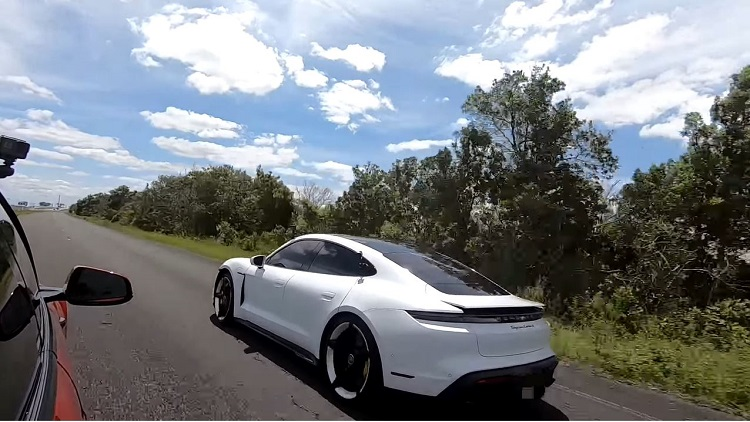Porsche Taycan Turbo S racet tegen Tesla Model S Performance
