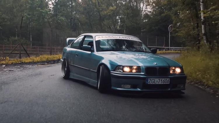 BMW E36 eindigt tegen boom tijdens drift shoot